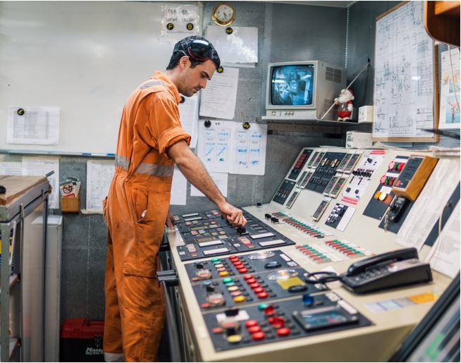 Stock Picture service engineer marine